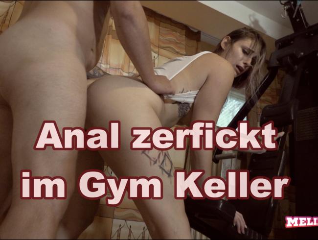 Anal zerfickt im Fitness Keller