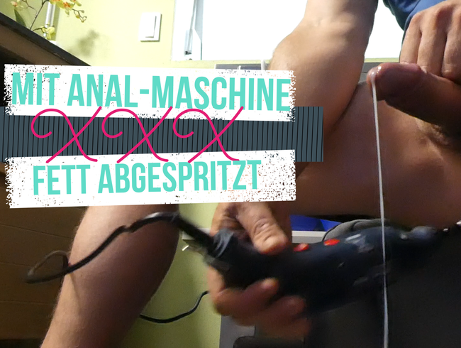 Mit einer Dildo - Maschine mir in den Arsch gefickt bis das Sperma in strömen floss