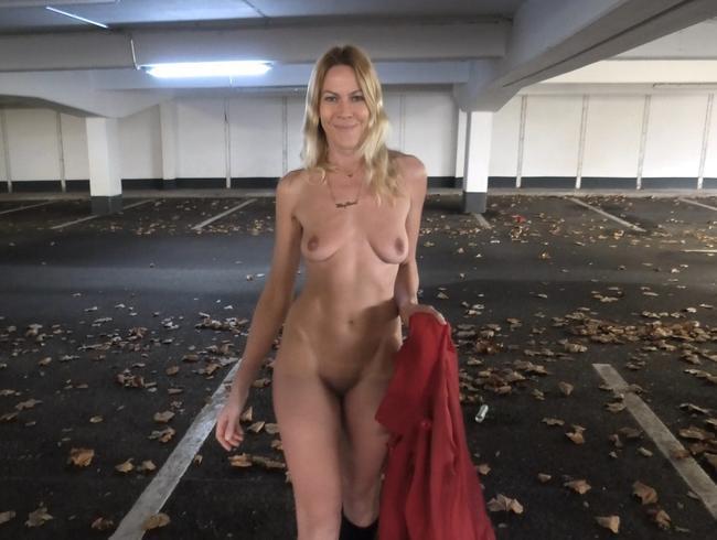 Ferngesteuerte Bitch und das perverse 3-LochFick Abenteuer!!