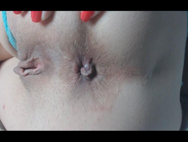 Leckeres rasiertes Arschloch Fingersatz, Rückseite Nahaufnahme. 2 Finger im super engen pulsierenden Arschloch