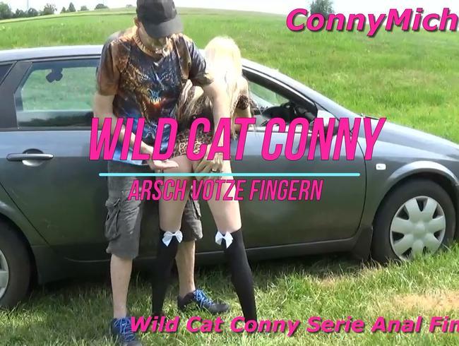 Wild Cat Conny Anal Fingern im stehn 2/8