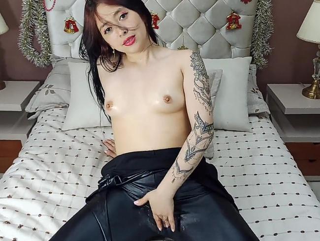 du willst mir helfen, mein Lederkleid auszuziehen