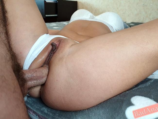 Mädchen wurde sehr geil und steckte meinen Schwanz in ihren engen Arsch und bekam Sperma in Anal