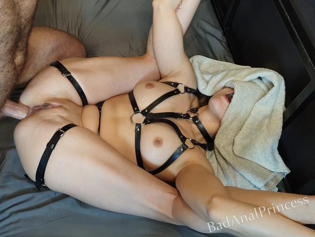 Sie liebt es, sich zu gewöhnen - KEINE gnaden für ihren Arsch - Harter Analsex - Creampie